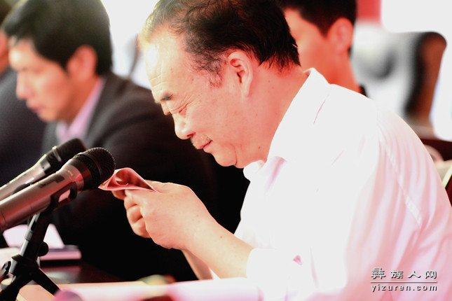 县作协主席杨寿康发表《阳光山脉》的读后感