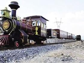 7月份可到野玉海乘坐观光小火车