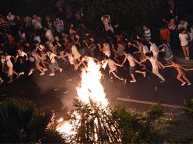 四川凉山:50余万人次参与彝族火把文化狂欢体验活动