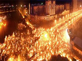 今年怎样玩火——2016彝族火把节大观