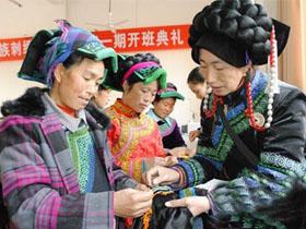四川省非遗——甘洛县彝族刺绣走出大山闯市场