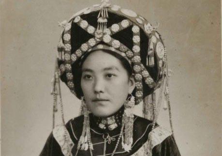 手持金印进京:第一届全国人大的土司代表