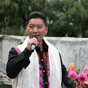 """彝族青年歌唱家陶建阿成""""送欢乐,走基层""""走西藏慰问演出"""