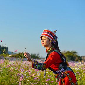 云南石林办国际阿诗玛文化节 游客体验彝族婚嫁习俗