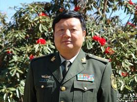彝族军旅作家杨佳富简介