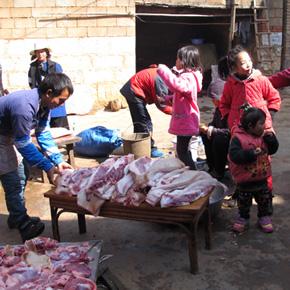 彝家春节习俗——腊月忙杀年猪吃杀猪饭