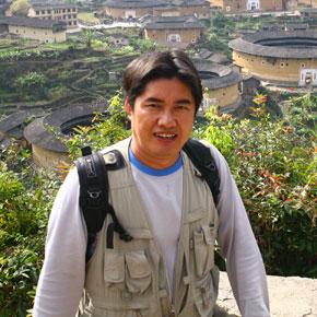 用镜头记录大山深处的变迁——彝族摄影家列来拉杜