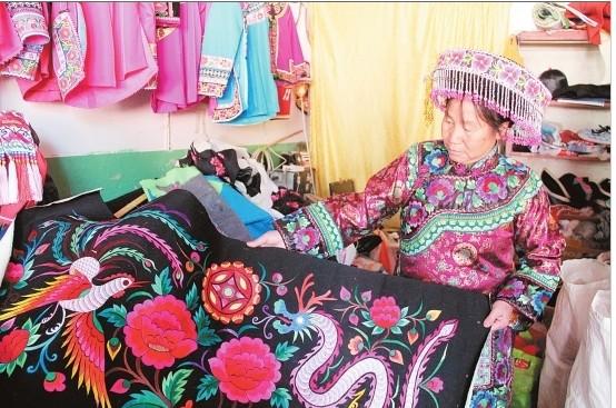 绚烂多彩的楚雄彝绣——丰厚文化与传承发展