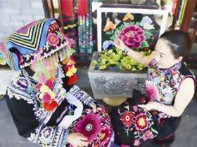 云南省大姚县彝族绣女罗珺 设计推出近200种刺绣用品