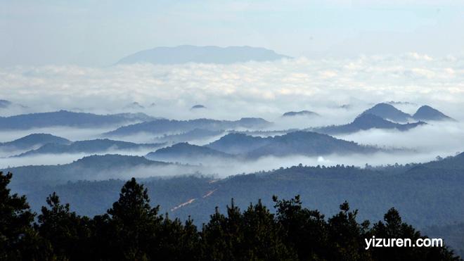 独绝三境彝人圣山——老圭山