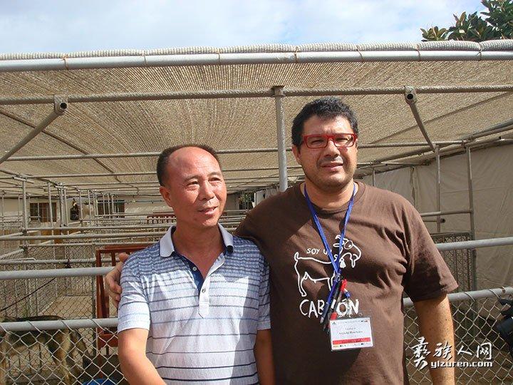 木乃尔什参加西班牙第十一届国际养羊大会与副主席合影