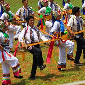 多姿多彩的石林彝族舞蹈