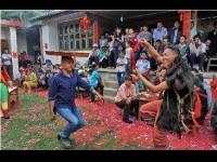 彝族婚礼上的纯粹跳菜