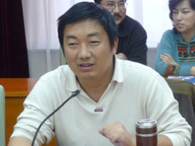 凉山日报:中国彝族诗人展示——阿苏越尔