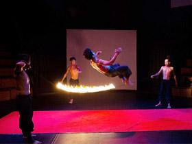 【跳火绳】来自彝族的勇敢者游戏