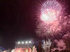 2016中国楚雄彝族火把节祭火大典楚雄籍著名彝族歌唱家陶建阿成唱响主题歌《开火门》《山里的火塘》