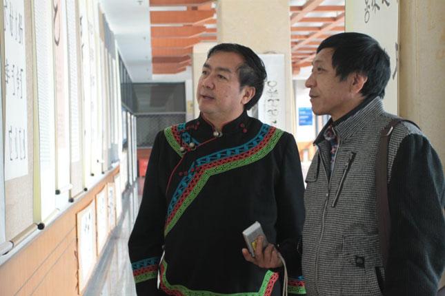 阿鲁拉伙彝文书法展览、讲座和作品捐赠仪式在西南民族大学彝学院举行