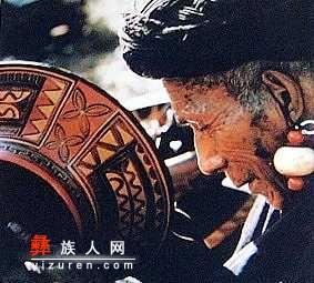 黑红黄三原色:凉山彝族的漆器艺术