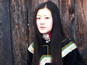 彝族美女诗人鲁娟