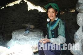 甘洛彝族刺绣图
