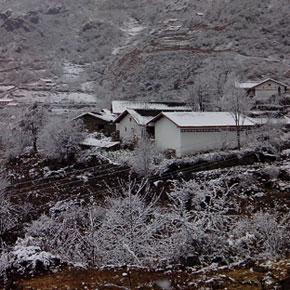 浅谈新农村建设背景下的彝族宗教文化变迁——以甘孜九龙为例