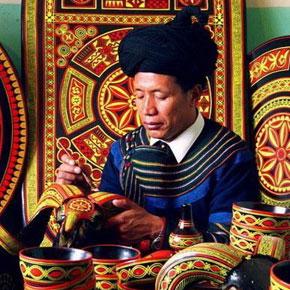 吉伍巫且:为彝族非遗项目漆器工艺传承而尽力