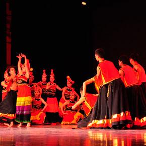 唱彝歌说彝话喝彝酒——2014北京彝族年隆重举行