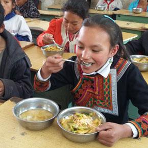 营养午餐助长美姑彝家学童——美姑县营养改善计划实施纪实