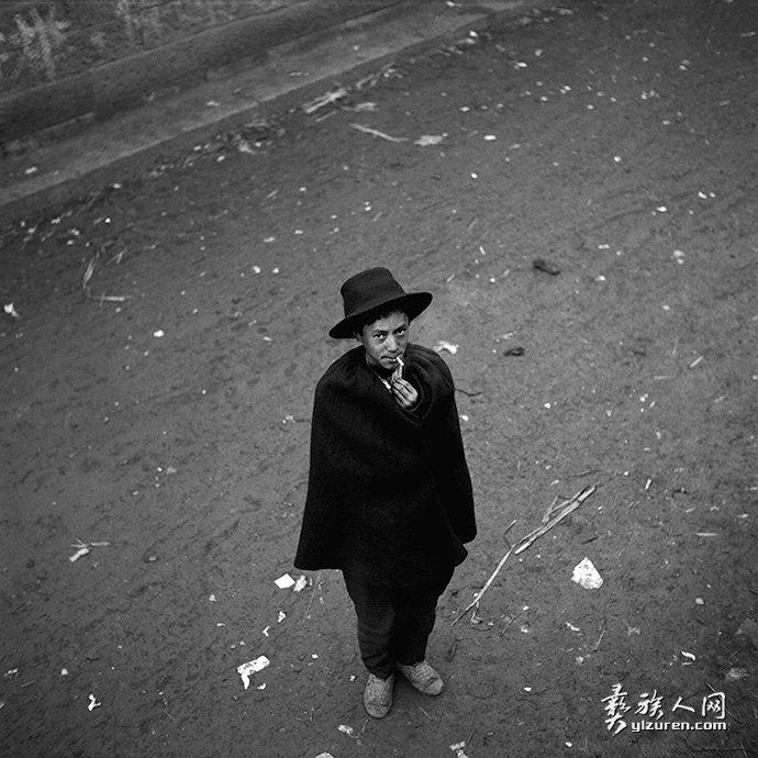 95年:衣某带帽子的年轻人-黎朗