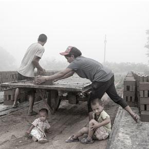 影像说话:陕西渭南砖厂里的彝族人