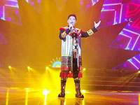 彝族歌手陶建阿成献唱全国政协礼堂 一曲《山里的火塘》深暖人心