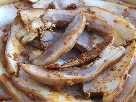 新平者竜美食:舌尖上的彝族风味