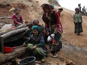高山上的凉山彝族人家:一个小泉眼却要养活一村人