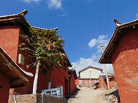 川滇交界的中国彝族第一村迤沙拉村,与色达媲美
