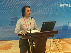 在蜕变中飞翔的彝族之鹰——记中国社会科学院教授、诗人普驰达岭博士