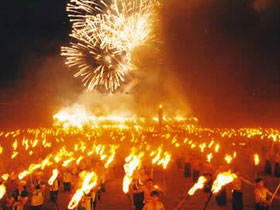 火红的热土上的东方狂欢节――2004中国石林火把节掠影