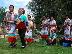 跳了500年的丘北彝族弦子舞