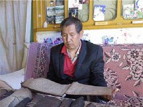 玉溪新平:毕摩李加荣与他的百部彝文古籍