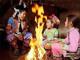 楚雄彝家的火塘文化