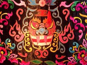 彝族民族文化在旅游纪念品设计中的应用