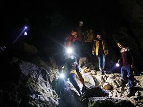 走进甘洛神秘的地下未知世界 体验惊险刺激的原始溶洞探险