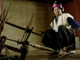 专题片《火草》:石林彝族撒尼人的火草衣制作传统