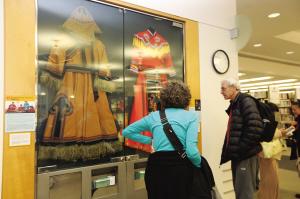 中国各民族服饰在美国旧金山展出
