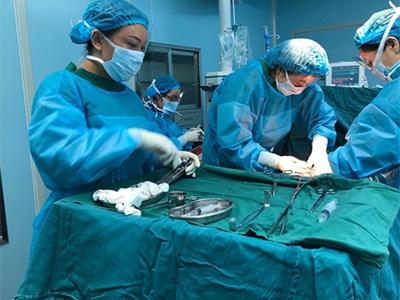 为彝族同胞筑起生命的屏障——记德阳市二医院