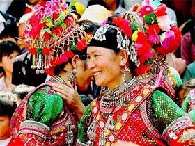 凝固的历史:华丽端庄的弥渡彝族服饰