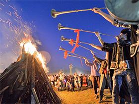 擎红的英雄们——古籍中的彝族火文化