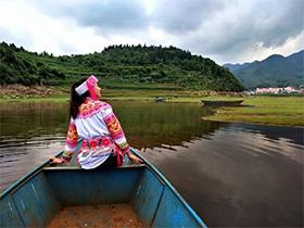 图片故事:富源县墨红镇——一路山来一路水,彝家刺绣有传人