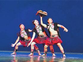 全国舞蹈展演:三人舞《跳菜随想》——展现彝家人如火的性格