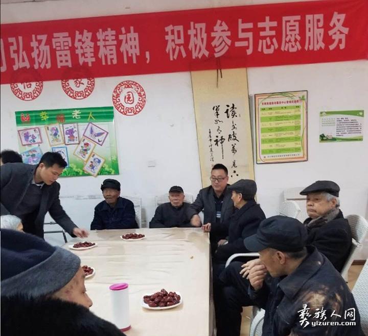 代表中国民建成都市高新区组委在春节期间慰问福利院老人1.jpg
