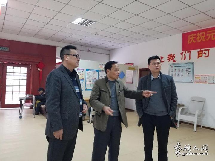 代表中国民建成都市高新区组委在春节期间慰问福利院老人2.jpg